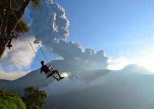 Photo 1: End of the World swing à Banos, Equateur - Par Sean Hacker Teper