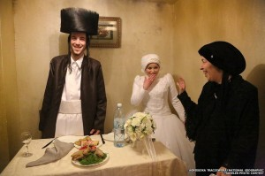 Photo d'un jeune couple prise à Mea Shearim