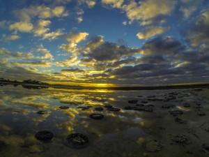 Le reflet du ciel dans un lac